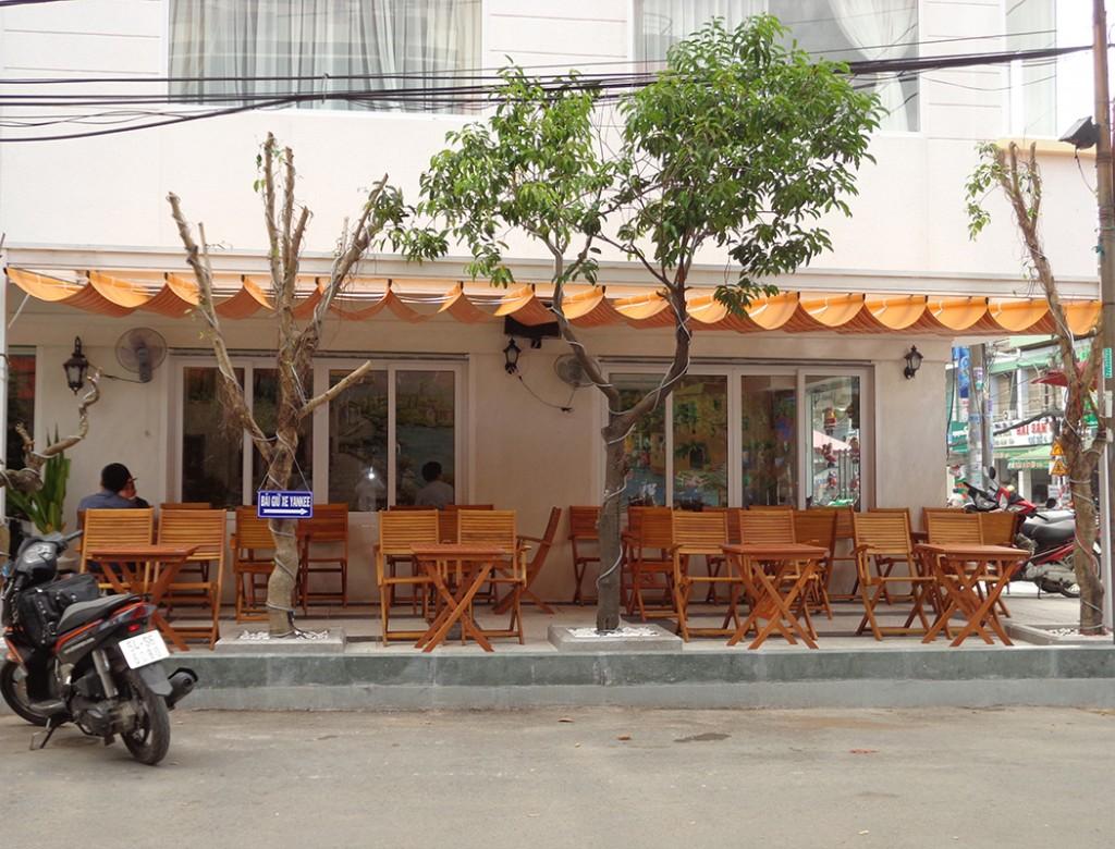 mái bạt xếp nhà hàng quán ăn
