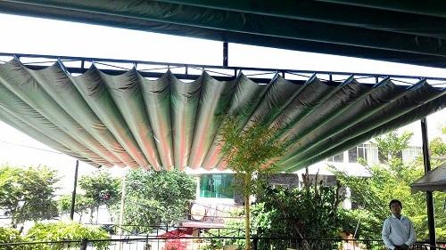 Mái xếp lượn sóng sân vườn