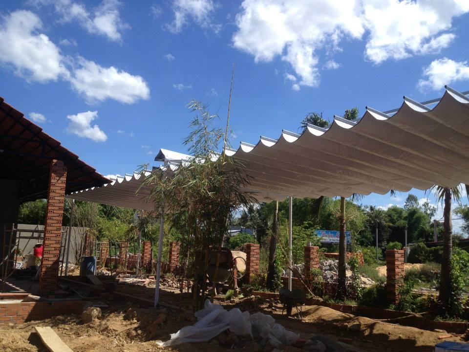 Mái xếp sân vườn