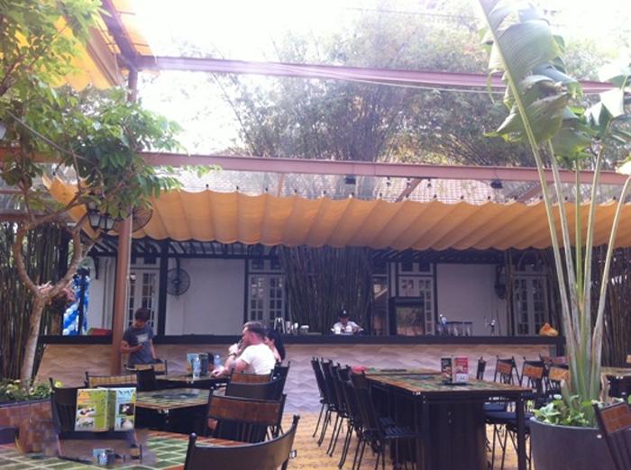 Mái xếp quán cà phê